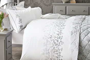 Embroidered Ombre Leaf Bed Set