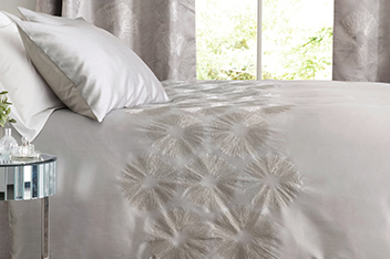 Collection Luxe Embroidered Metallic Circles Bed Set