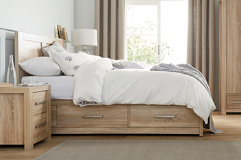 Cuba oak bed with drawers for Wooden divan bed with drawers