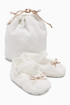 Pram Shoes With Gift Bag (Younger Girls)