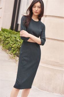 Make a great impression in our perfectly polished work dresses. Printed shift dresses and pretty skater styles are an updated take on office classics, and our tailored body con shapes and flattering wrap dresses are 9 to 5 style staples.