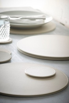 Set Of 8 Round Faux Leather Mat Set