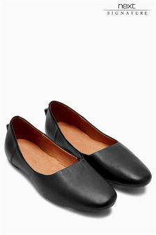 Signature Leather Flat Shoes