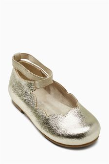 Scallop Ballet Pump (Younger Girls)