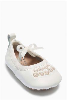 Pram Shoes (Younger Girls)