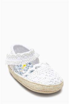 Crochet Pram Shoes (Younger Girls)