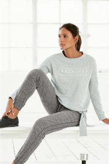 Graphic Knot Sweat Top
