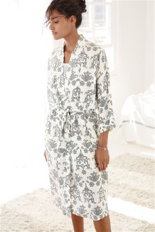 Lightweight Textured Robe