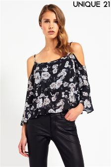 Unique 21 Cold Shoulder Flowy Top